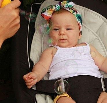 Eveiller bébé avec des bulles de savon