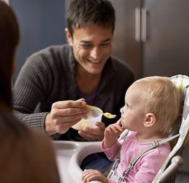 8 conseils pour les repas de bébé à 18 mois