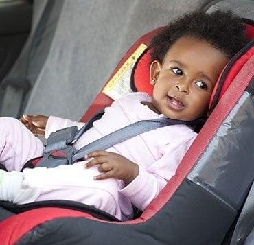 Une petite balade en voiture avec son tout-petit