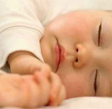Réussir le rituel du coucher de bébé   Nourisson à 18 mois