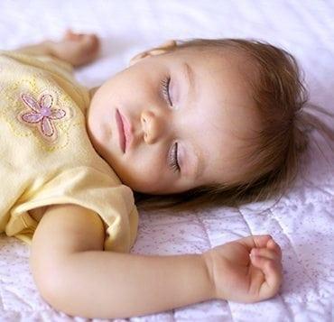 Les techniques pour aider bébé à s'endormir seul