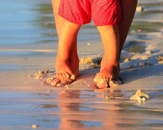 Règles d'or pour profiter de la plage avec bébé