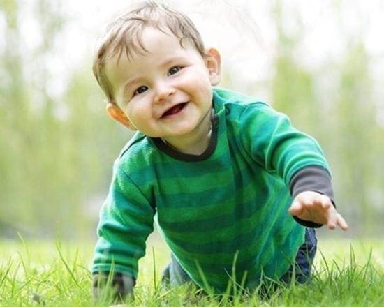 Bébé commence à explorer l'espace : le début de la liberté !