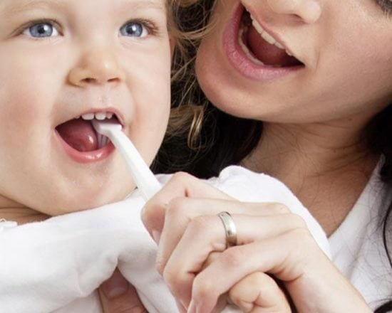 Tuto : comment apprendre à votre enfant à bien se brosser les dents ?