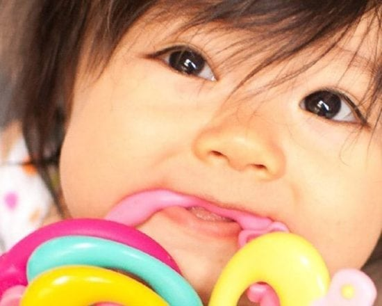 Soulager les douleurs dentaires de bébé