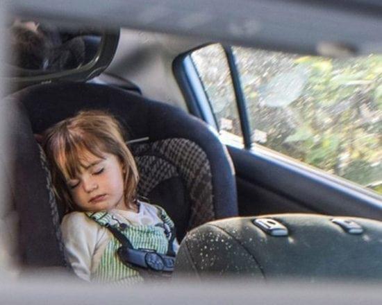 Occuper un bébé de 10 à 36 mois en voiture