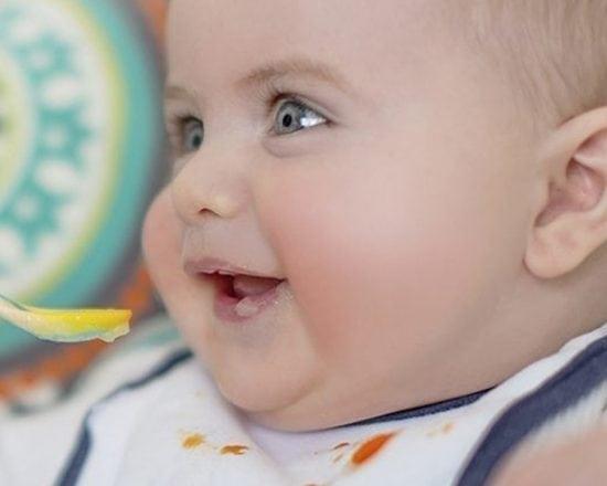 Les premiers repas de Bébé