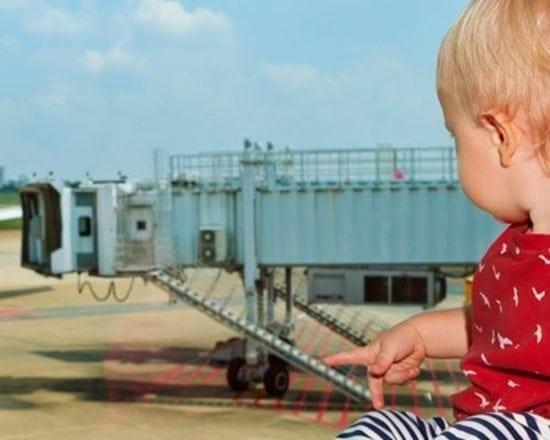 Prendre l'avion avec un bébé de 0 à 9 mois