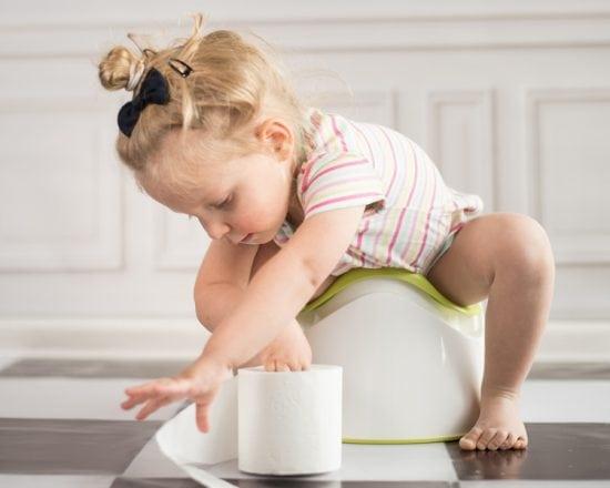 Apprentissage de la propreté: à quel âge mettre son enfant sur le pot?