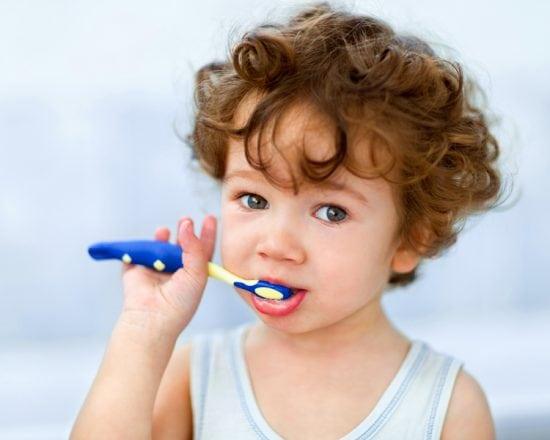 Les dents de bébé : quand et comment les brosser ?