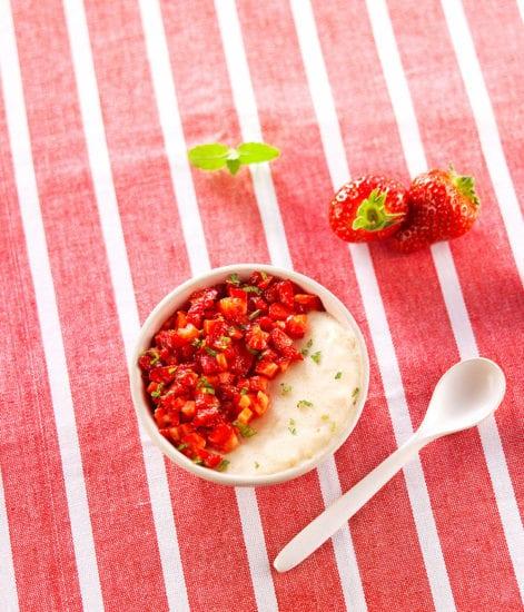 Semoule lactée et salade fraise-menthe
