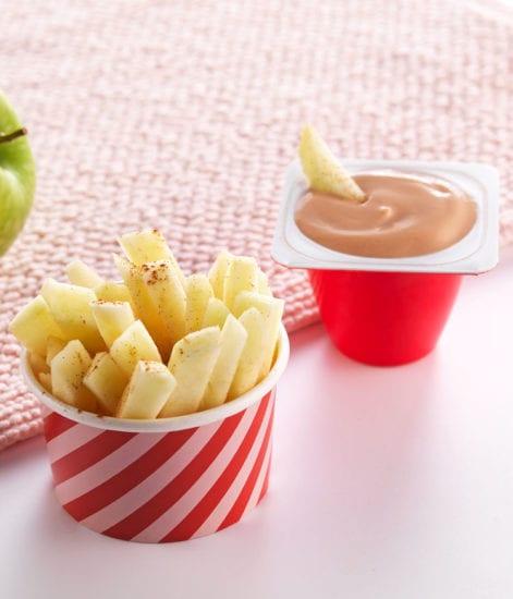 Frites de pomme à la cannelle, lacté fraise