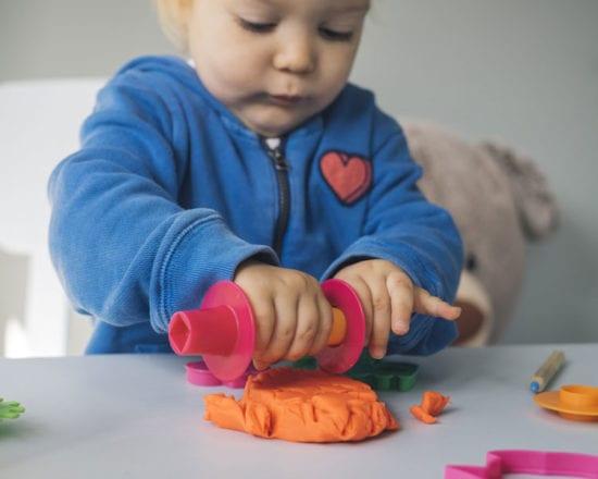 Pâte à sel, pâte à modeler, pain d'argile... place à la créativité des enfants !