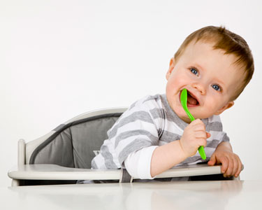 « J'ai peur que mon bébé s'étouffe en mangeant » : les bons réflexes à adopter